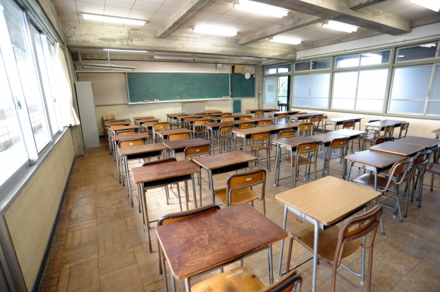 The Japanese school is cleaned by the students themselves