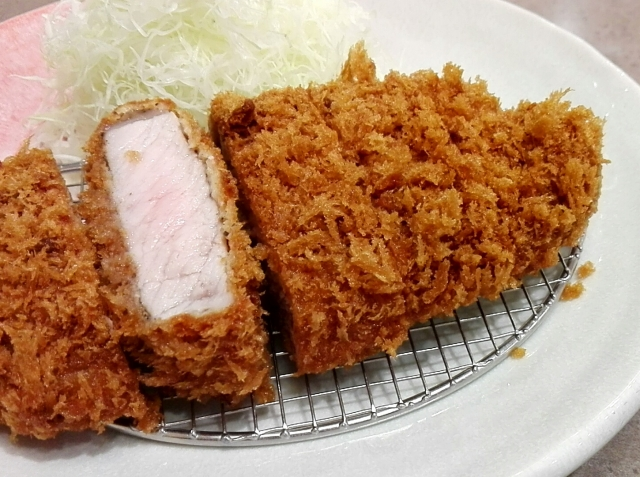 Tonkatsu: Crispy texture and source matching is perfect